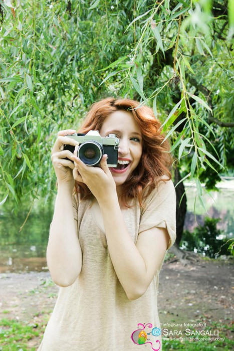 red-hair-WOMAN-WITH-CAMERA@-SARA-SANGALLI