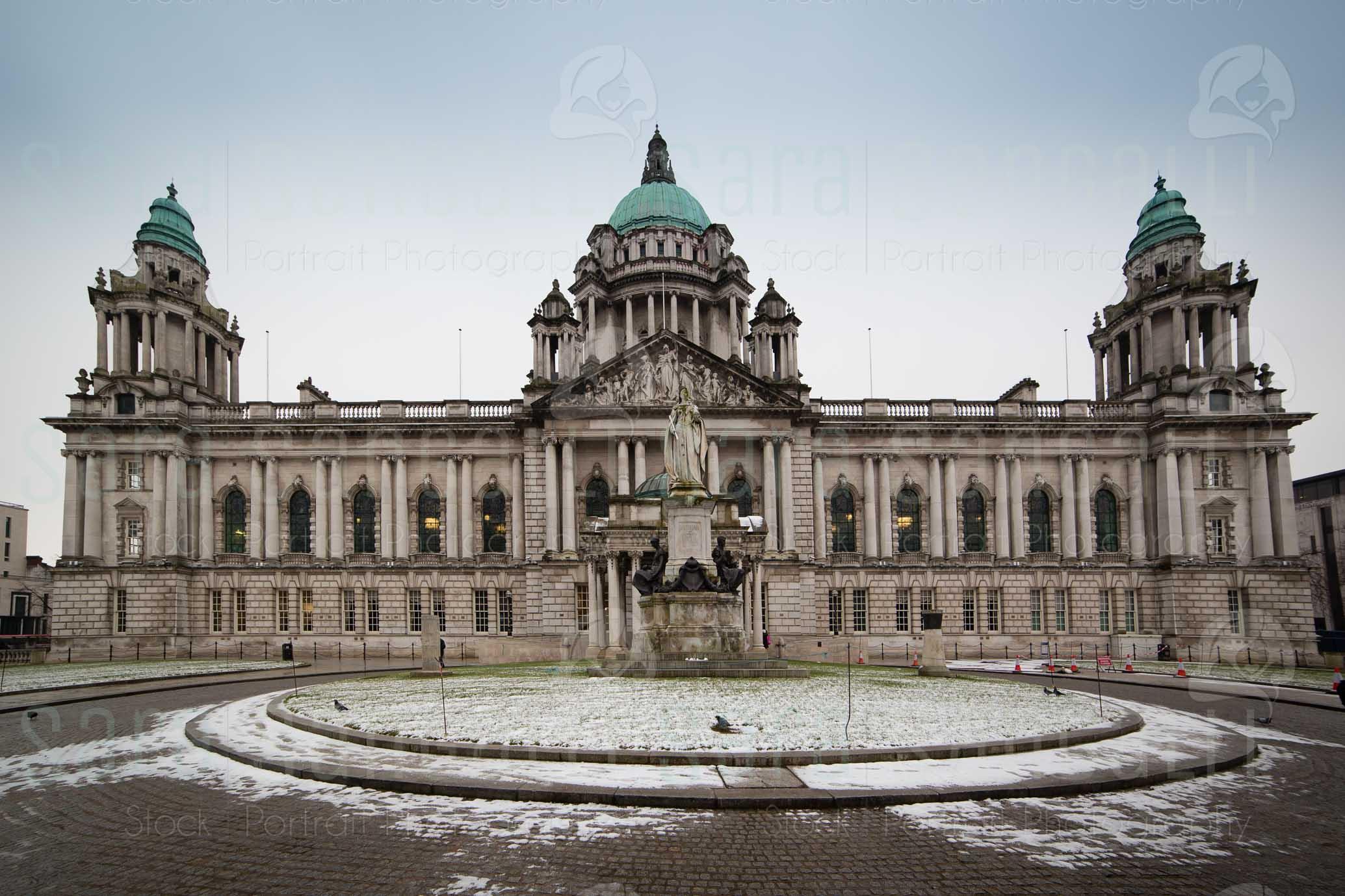 Facciata frontale del municipio di Belfast durante l'inverno © Sara Sangalli