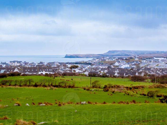 Vista della cittadina nei pressi del Castello di Dunluce, in Irlanda del nord © Sara Sangalli