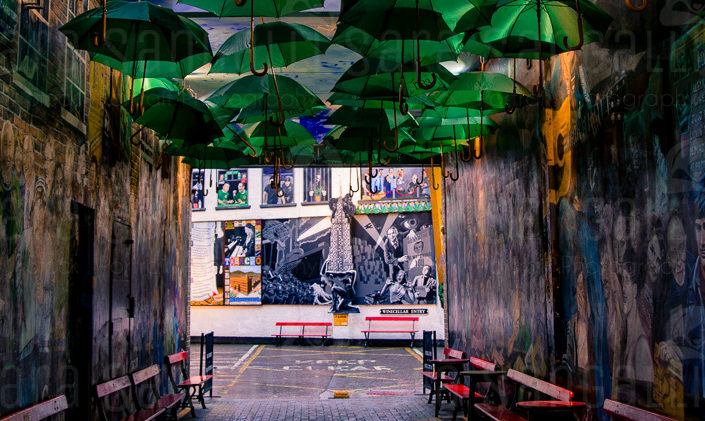 The Courtyard : Murals Square , The Duke of York pub, Belfast Irlanda del Nord