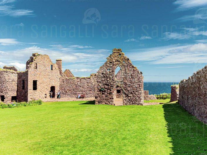 L'interno del Castello di Dunnottar e le sue rovine, Scozia, Regno Unito